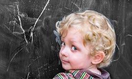 Меньшее boyl на старом черном школьном правлении стоковая фотография rf