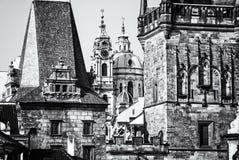 Меньшие башня моста городка и церковь St Nicholas, Прага Стоковое фото RF