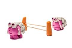 Меньшие овцы пластилина скача над загородкой Стоковое Фото