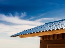 Меньшие хата и голубая крыша плитки Стоковые Фотографии RF