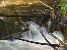 Меньший водопад SaveDownload Previewlittle водопада Стоковые Изображения