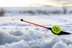 Меньший лед рыболовной удочки зимы Стоковая Фотография RF