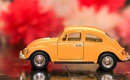 Меньший желтый винтажный жук Стоковая Фотография RF