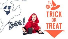 Меньший красный клобук катания Красивая маленькая девочка в красном плаще halloween Стоковая Фотография