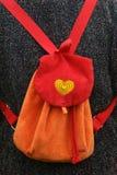 меньший красный рюкзак Стоковые Изображения
