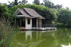 Меньший павильон на озере Стоковые Изображения