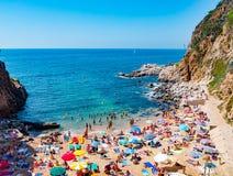 Меньший солнечный пляж в Tossa de mar Стоковая Фотография RF