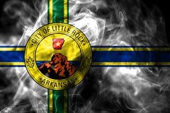 Меньший флаг задымления городов утеса, положение Арканзаса, Соединенные Штаты Am бесплатная иллюстрация