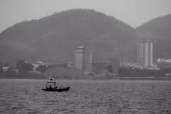 Меньшяя шлюпка в море Стоковая Фотография
