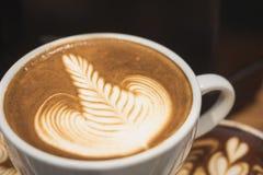 Меню кафа искусства Latte Rosetta капучино кофейной чашки Стоковые Изображения RF