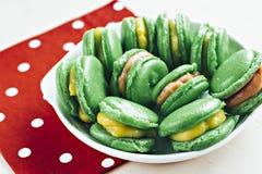Меренга зеленой миндалины испечет с лимоном, Курдом клубники Стоковое фото RF