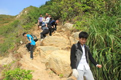 Мероприятия на свежем воздухе молодости--Завоевание неурожайных холмов в ГУАНДУНЕ КИТАЕ АЗИИ стоковое изображение