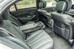 Мерседес-Benz s 500 2018 задних сидений стоковое фото