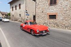 Мерседес-Benz 300 SL w 198 (1955) бежит в Mille Miglia 2014 Стоковые Изображения