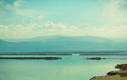 Мертвое море вскоре после восхода солнца стоковые изображения