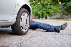 Мертвый пешеход после автомобильной катастрофы Стоковые Изображения RF