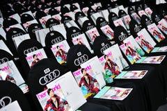 Места аудитории с ее сумками кассеты мира и ханжи Swarovski на Audi фасонируют фестиваль 2012 Стоковые Фотографии RF