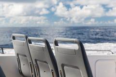 Места на палубе плавания пассажирского корабля в море Стоковое фото RF