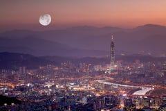 места taipei taiwan ночи города стоковое изображение rf