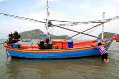 Местная моторная лодка рыбной ловли Стоковая Фотография