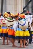 Местные женщины стоя во время фестиваля девственницы de Ла Кандели Стоковое Изображение