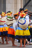 Местные женщины стоя во время фестиваля девственницы de Ла Кандели Стоковое Фото