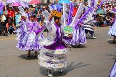 Местные люди танцуя во время фестиваля девственницы de Ла Кандели Стоковое Изображение