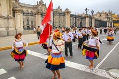 Местные люди танцуя во время фестиваля девственницы de Ла Кандели Стоковая Фотография