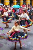 Местные люди танцуя во время фестиваля девственницы de Ла Кандели Стоковые Изображения
