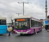 Местный автобус в Стамбуле, Турции стоковое изображение rf