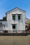 Местный дом каналом в Сучжоу Стоковые Фото