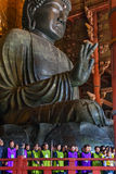 местный клирос собирает поет хваление на Daibutsu-вертепе стоковое фото