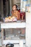 Местный магазин местная женщина Каменный городок, Занзибар Танзания стоковая фотография rf