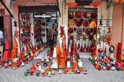 Местный магазин продавая handmade artcraft стоковая фотография rf