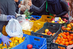 Местный рынок плодоовощ продажи Стоковые Изображения