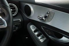 Место двери и автомобиль окна зеркала регулируют управление переключателя кнопки Стоковое фото RF
