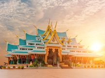 Место виска Watpaphukon религиозных буддистов в Udon Thani, Таиланде стоковые изображения rf