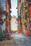 Место в средневековой деревне в Тоскане стоковое фото