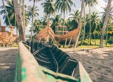 Место где шлюпки построенные в тропическом месте стоковое изображение