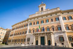 Место дворца Bernini Montecitorio итальянского парламента, Рима, Италии стоковые изображения rf