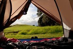 место для лагеря внутри взгляда шатра природы Стоковое Изображение