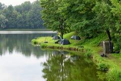 Место для лагеря озером Стоковое Фото