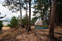 место для лагеря пляжа ся с древесин шатра Стоковые Фотографии RF
