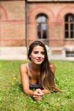 место девушки вниз на траве Стоковая Фотография