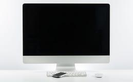 Место дела работы с с клавиатурой монитора компьютера и m Стоковые Изображения RF