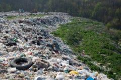 Место захоронения отходов-разрушение природы стоковые изображения