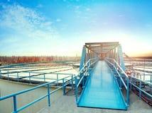 Место индустрии работы воды и городская предпосылка горизонта стоковая фотография rf