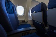 Место и окно самолета внутри воздушного судна Стоковые Фото