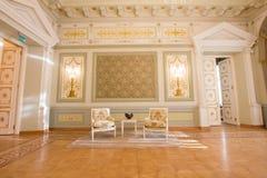 Место КАЗАНИ, РОССИИ - 16-ое января 2017, здание муниципалитета - роскошное и красивое touristic - антикварная мебель в интерьере Стоковые Изображения RF