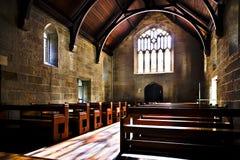 Место как церковь с деревянными скамьями и полом стоковая фотография